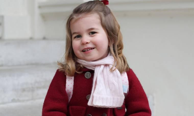 Γιατί η πριγκίπισσα Charlotte φοράει μόνο φορέματα;