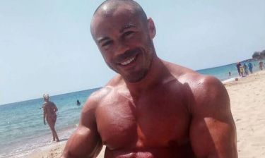 Μιχάλης Ζαμπίδης: Στην παραλία με το τάπερ της μαμάς