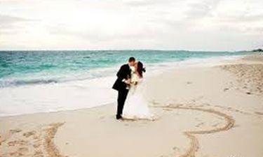 Γνωστός ηθοποιός παντρεύτηκε την κατά 28 χρόνια νεότερη σύντροφό του - Η πρώτη φωτό του γάμου τους