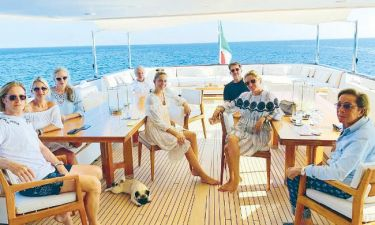 Η τέως βασιλική οικογένεια «αλωνίζει» το Αιγαίο με σκάφος!