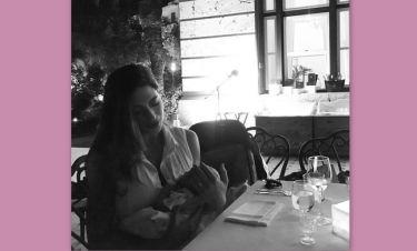 Λιώσαμε! Φλορίντα Πετρουτσέλι: Η πρώτη φωτό με την ημερών κόρη της στις διακοπές τους