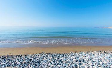 Η Αντιγόνη Πάντα Χαρβά κάνει ολόγυμνη τις βουτιές της στη θάλασσα