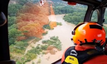 Νότια Γαλλία: Συγκλονιστικές εικόνες από τις πλημμύρες - Αγνοείται ένας άνδρας