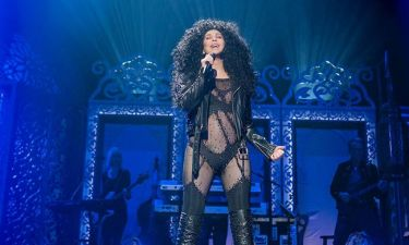 «Ήταν πιο δύσκολο απ' όσο φαντάστηκα»: Η Cher διασκευάζει ABBA