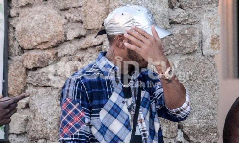 Lewis Hamilton: Στην Μύκονο προσπαθώντας να αποφύγει τους φωτογράφους