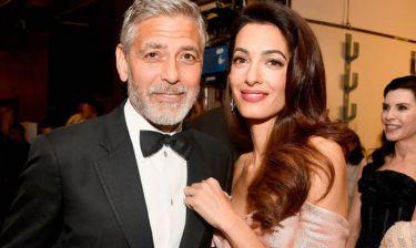 Όλοι μιλούν για τη φουσκωμένη κοιλιά της Amal Clooney κι όχι άδικα!
