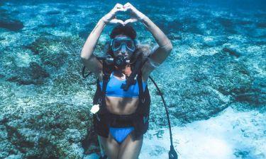 Ελληνίδα τραγουδίστρια κάνει scuba diving