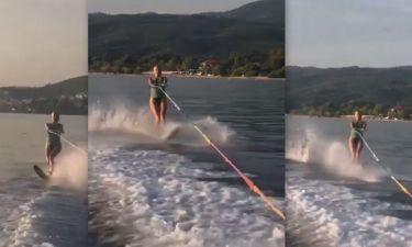 Φαίη Σκορδά: Η επική τούμπα της, όταν μαθαίνει θαλάσσιο σκι!