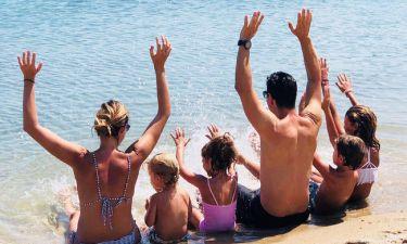 Η οικογένεια Ρουβά εύχεται «Χρόνια Πολλά» με την πιο γλυκιά φωτό από την παραλία!