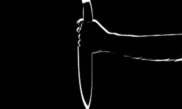Πρώην σύντροφος πασίγνωστης τραγουδίστριας καταγγέλλει: «Με μαχαίρωσε. Παραλίγο να πεθάνω»