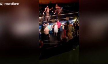 Απίστευτο! Ζευγάρι την ώρα που χόρευε, έπεσε στο Λιμάνι της Βοστώνης