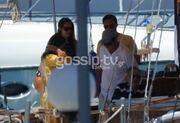 Στις Σπέτσες η βασιλική οικογένεια της Σουηδίας καλεσμένη της τέως βασιλικής οικογένειας της Ελλάδος