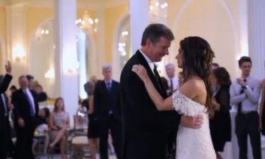 Βίντεο που συγκινεί: Δεν φαντάζεστε τι έκπληξη έκανε η νύφη στον πατέρα της την ώρα της δεξίωσης!