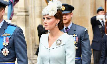 Kate Middleton-Meghan Markle: Το κόλπο για να μην σηκώνονται οι φούστες τους από τον αέρα