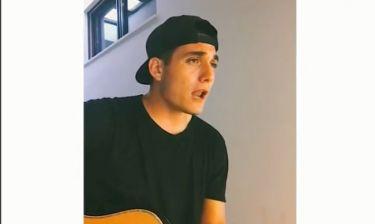 Ο 18χρονος γιος του Πλούταρχου τραγουδά στο γκαράζ του σπιτιού του και γίνεται viral