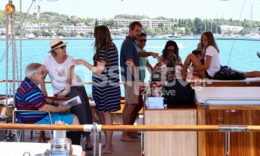 Κωνσταντίνος και Άννα Μαρία: Στο σκάφος τους με τα παιδιά και τα εγγόνια τους