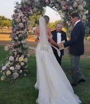 Δείτε για πρώτη φορά βίντεο από τον γάμο του 65χρονου ηθοποιού με την 37χρονη σύντροφό του