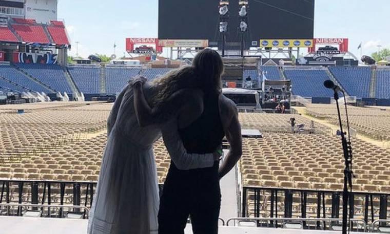 O τραγουδιστής την απάτησε κι η ξανθιά ηθοποιός ζητά διαζύγιο μετά από 12 χρόνια γάμου