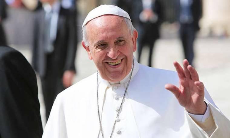 «Θερμή» υποδοχή για τον Πάπα Φραγκίσκο στην Ιρλανδία (vid)
