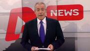 Έλληνα παρουσιαστή ειδήσεων τον «άρπαξαν» από την τουαλέτα για να βγάλουν selfie μαζί του