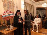 Πασίγνωστος ηθοποιός του Hollywood δώρισε στο Άγιο Όρος ένα βραβείο ΕΜΜΥ