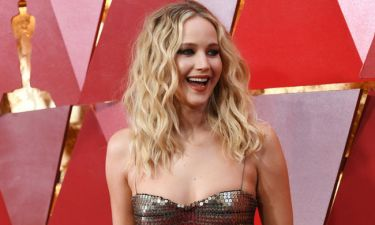 Έχεις δει την fit μαμά της Jennifer Lawrence; Είναι απίθανη η ομοιότητά τους!