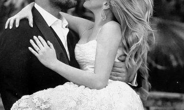 Ζευγάρι της ελληνικής σόουμπιζ γιορτάζει την 9η επέτειο γάμου του