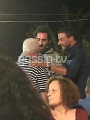 Ο Γιάννης Αποστολάκης σε πανηγύρι στο χωριό του στην Κρήτη
