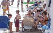 Esteban Cambiasso: Βουτιές στην Βάρκιζα με την οικογένειά του