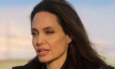 Σπάνια εμφάνιση της Angelina Jolie με αθλητικά και κολάν: Ο λόγος που άλλαξε το λουκ της