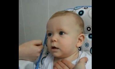 Αυτό το μωρό βγάζει αστείους ήχους