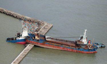 Ιαπωνία: Τραγικός ο απολογισμός από το πέρασμα του τυφώνα Τζέμπι (pics&vid)