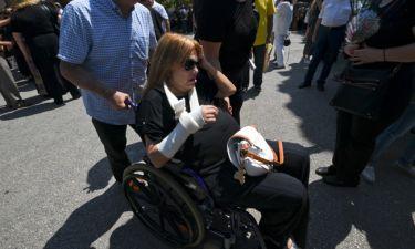 Η συγκινητική στιγμή με την Χρονοπούλου στην κηδεία της Παπουτσή