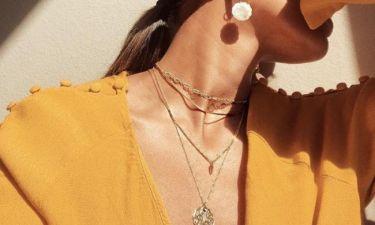 4 κανόνες για να κάνεις layering με τα κοσμήματα στο λαιμό