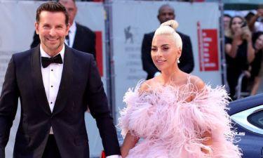 Έχεις παρατηρήσει κι εσύ κάτι περίεργο στις εμφανίσεις των Bradley Cooper και Lady Gaga;