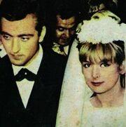 «Στο γάμο μου οι θαυμαστές όρμαγαν στην Αλίκη που ήταν κουμπάρα μου»