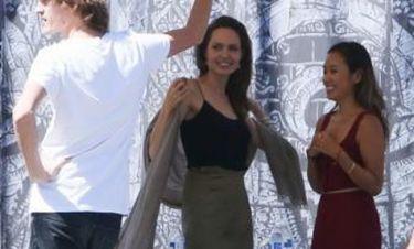 Η Angelina Jolie έκανε μια εμφάνιση έκπληξη σε φεστιβάλ στην Καλιφόρνια