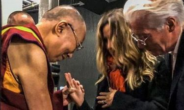 Richard Gere: Η σύζυγός του επιβεβαίωσε την εγκυμοσύνη και πήρε την ευχή του Δαλάι Λάμα