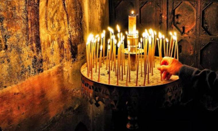Γιατί δεν πρέπει να σβήνονται γρήγορα τα κεριά που ανάβουν στα μανουάλια οι Χριστιανοί στην Εκκλησία