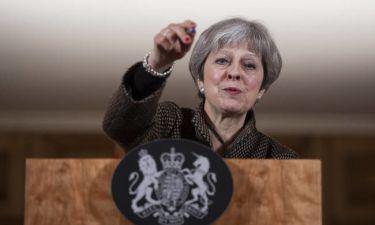 Απεγνωσμένη η Μέι μετά το «χαστούκι» στο Σάλτσμπουργκ: Ζητά εναλλακτική για το Brexit (vids)