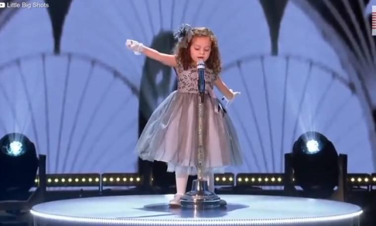 Δεν υπάρχει το κοριτσάκι που θα δείτε να τραγουδάει! Και δεν φαντάζεστε τι ερμηνεύει!