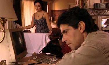 Απών: Ο Στάθης τηλεφωνεί στην Ελένη και της ζητά να τον συναντήσει στο ξενοδοχείο