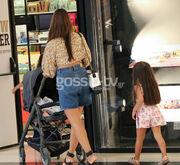 Σταματίνα Τσιμτσιλή: Μια ευτυχισμένη μαμά! Βόλτα για ψώνια με τα τρία της παιδιά