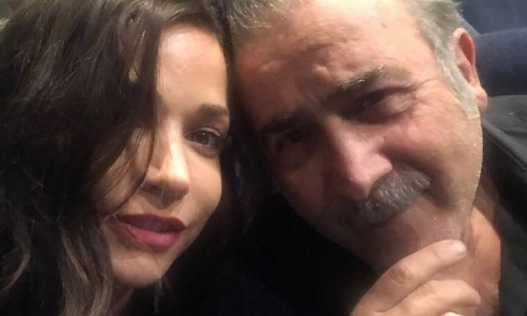 Ο Λάκης Λαζόπουλος ποζάρει με τη «Λίζα Πετροβασίλη»