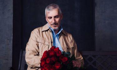 Ο Άρης Λεμπεσόπουλος ερμηνεύει τον «Άνθρωπο με το λουλούδι στο στόμα»