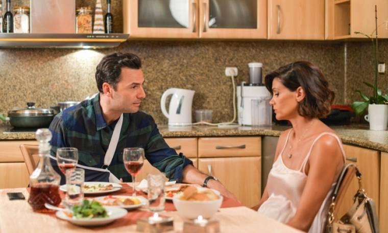 Η επιστροφή: Ο Θέμης και η Δανάη κάνουν το τραπέζι στο Μάνο και την Άννα