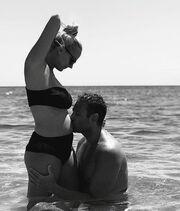 Έγκυος στο πρώτο της παιδί η Άννυ Πανταζή! H φωτογραφία με φουσκωμένη κοιλίτσα στο Instagram