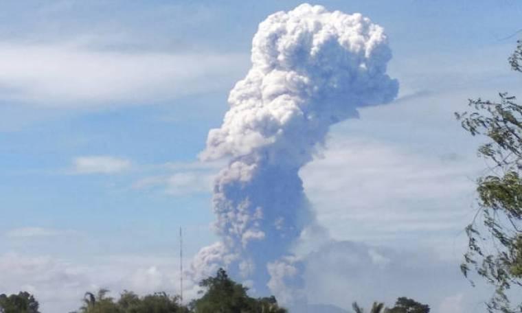 Ινδονησία: Ισχυρή έκρηξη ηφαιστείου λίγα 24ωρα μετά το φονικό σεισμό και το τσουνάμι (pics+vid)