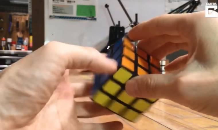 Δείτε πως μπορείτε να φτιάξετε τον κύβο του Ρούμπικ μέσα σε λίγα λεπτά