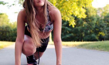 Η απλή συνήθεια που αντικαθιστά το γυμναστήριο και γραμμώνει το κορμί μας